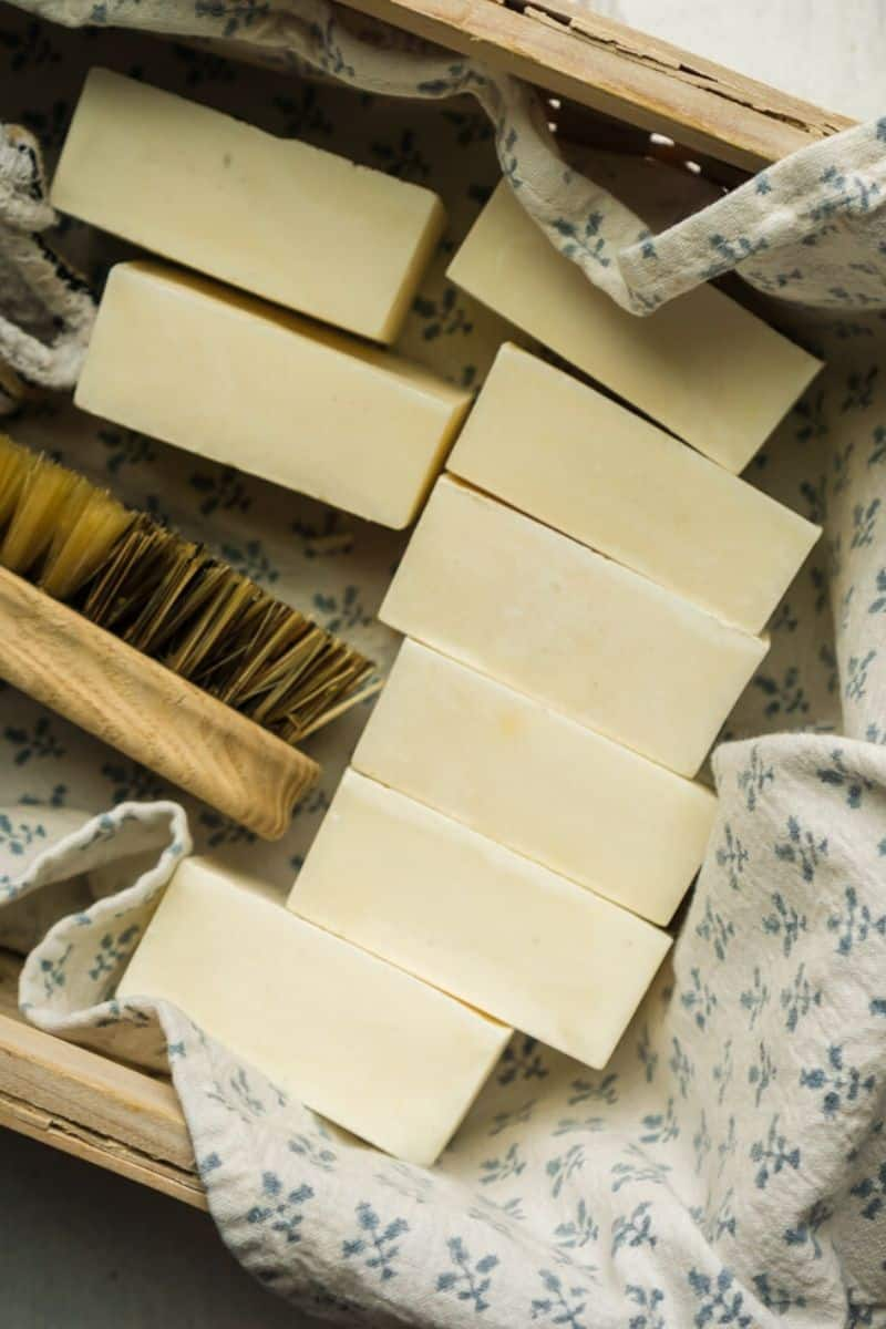 12 bars white cleaning soap in basket