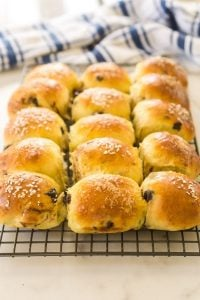 15 brioche buns with chocolate chips on cooling rack