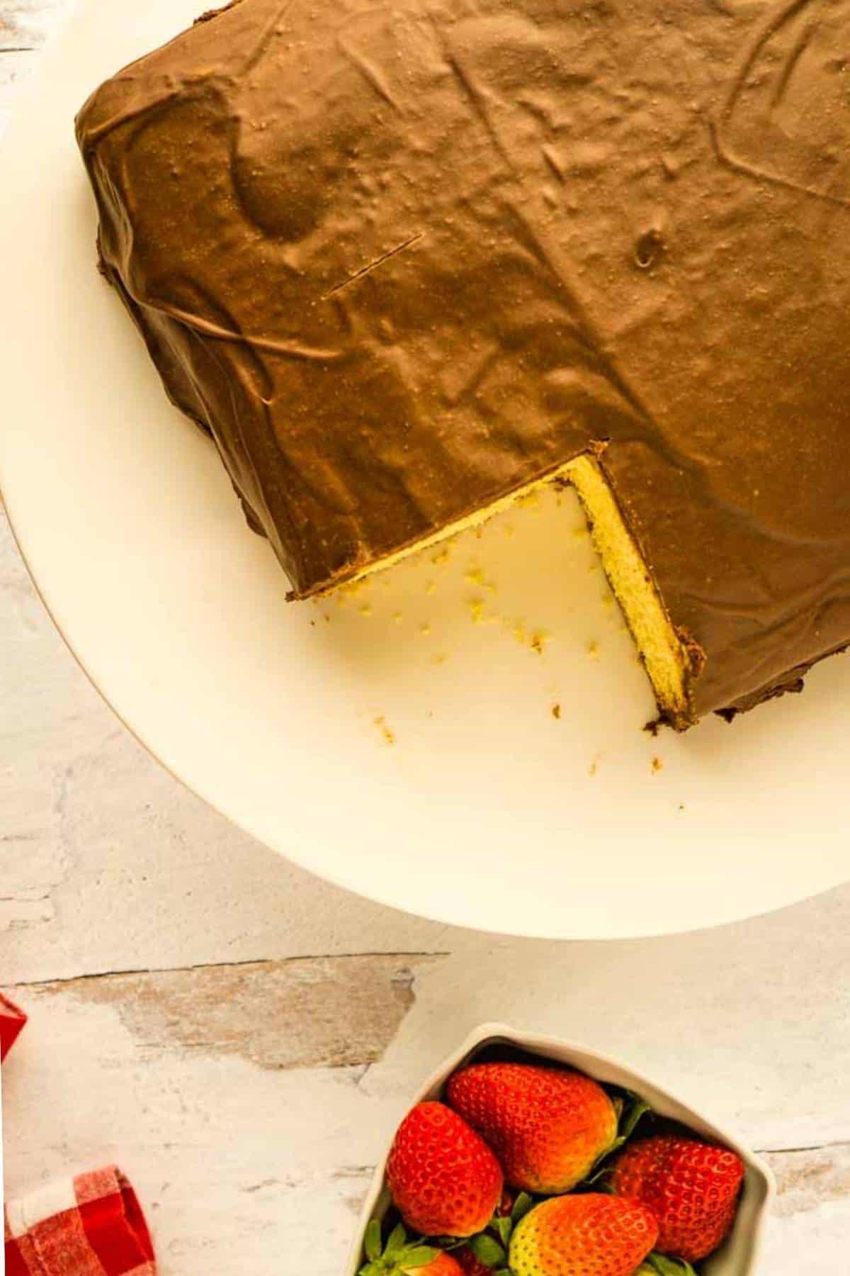 vanilla cake with hard chocolate icing on cake icing