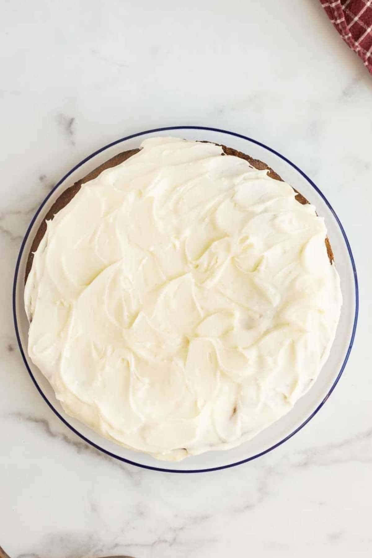 round cake with cream cheese frosting