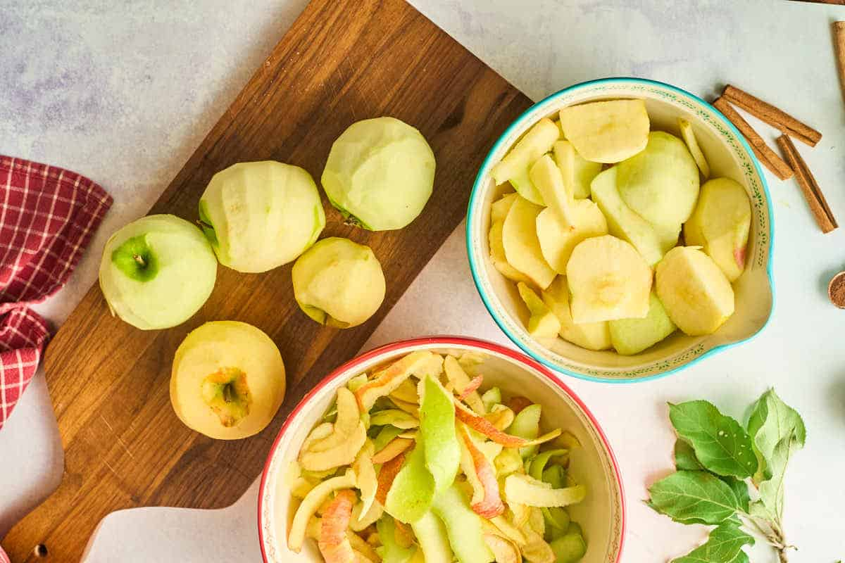 peeled and quartered apples in bowl
