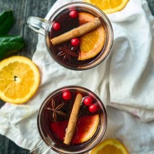 2 cups mulled wine with orange slilces